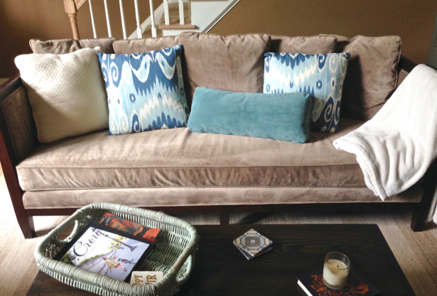 stage-your-living-room-to-sell-house-fast