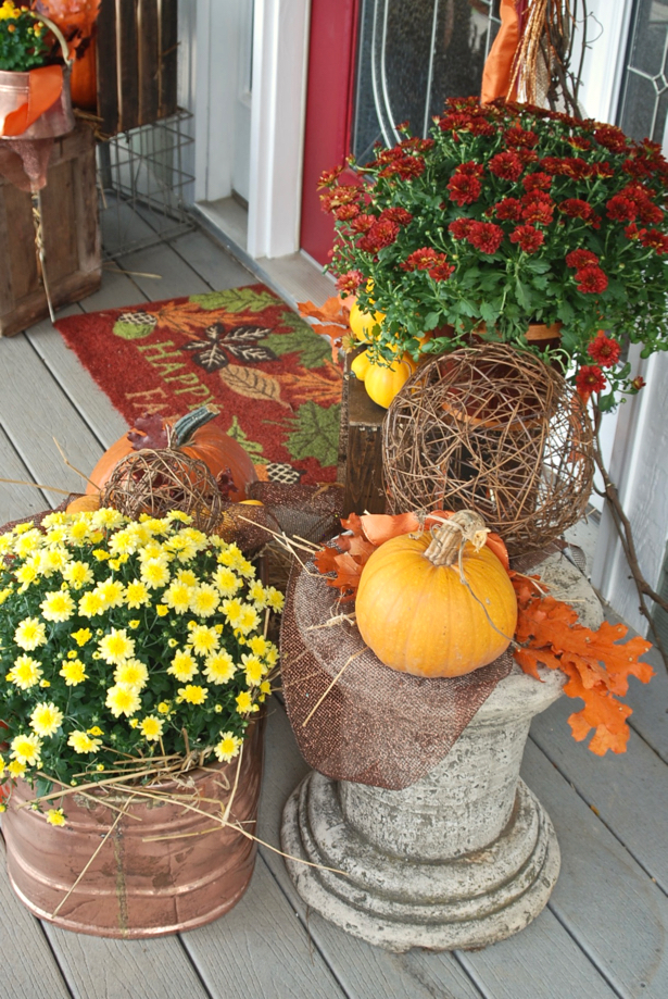 farmhouse-fall-porch-decor-mums