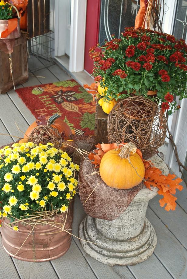 farmhouse-fall-porch-decor-mums