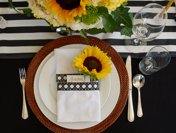 Pacesetting for Black and White Themed Tablescape