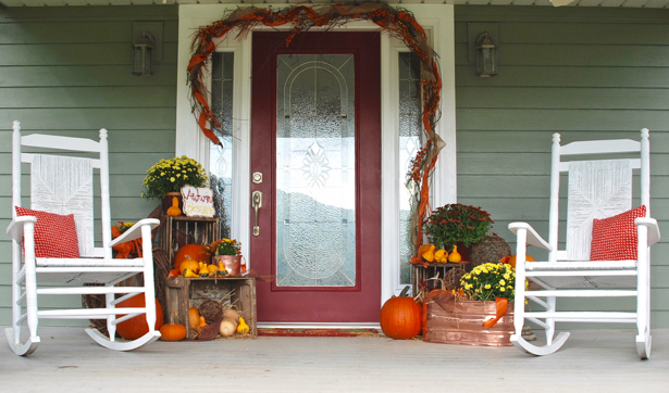 Farmhouse Fall Porch Decor with Rockers. Get inspired on penderandpeony.com