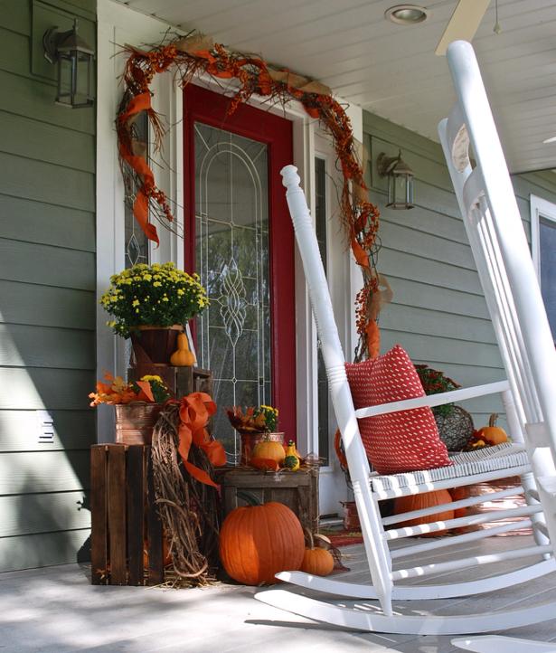 Farmhouse Fall Porch Decorating Ideas on penderandpeony.com