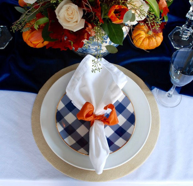 autumn-table-with-gingham-plates