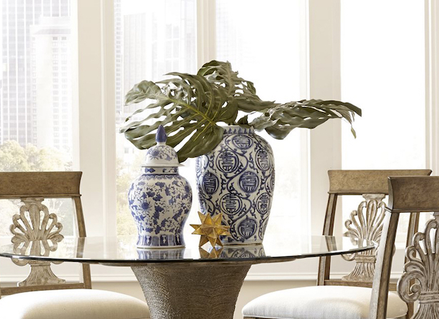Chinoiserie chic style in the dining room. See more on this decorating style: blue and white porcelain, Chinese motifs, chinoiserie