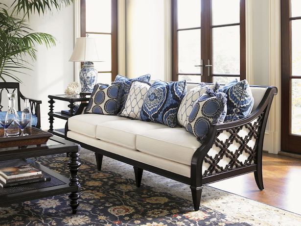 Beautiful blue and white living room with chinoiserie chic style elements