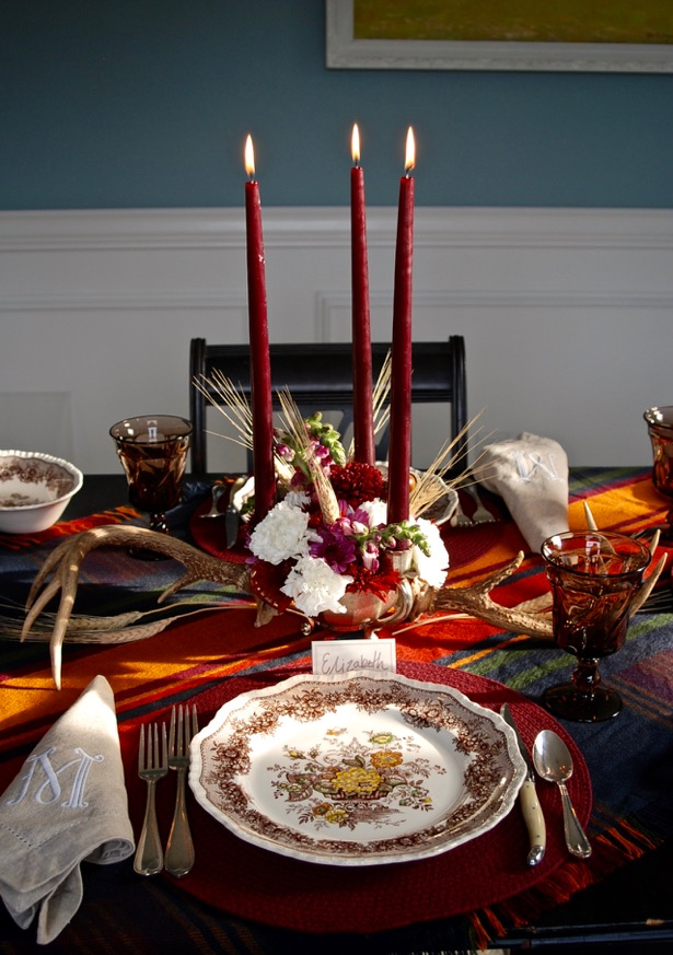 Plaid is the perfect addition to an autumn tablescape or Thanksgiving table.