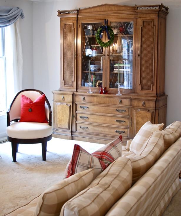 Explore my Southern Christmas Home on the Simply Seasonal blog hop: Christmas decorating tips, holiday decor, boxwood wreaths, mantle decor, garland, plaid