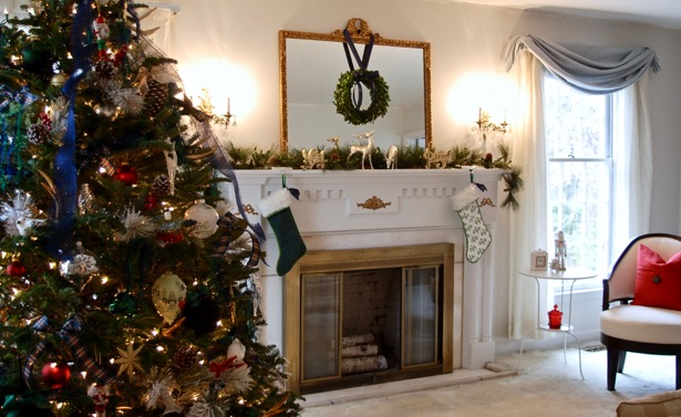Explore my Southern Christmas Home on the Simply Seasonal blog hop: Christmas decorating tips, holiday decor, boxwood wreaths, mantle decor, garland