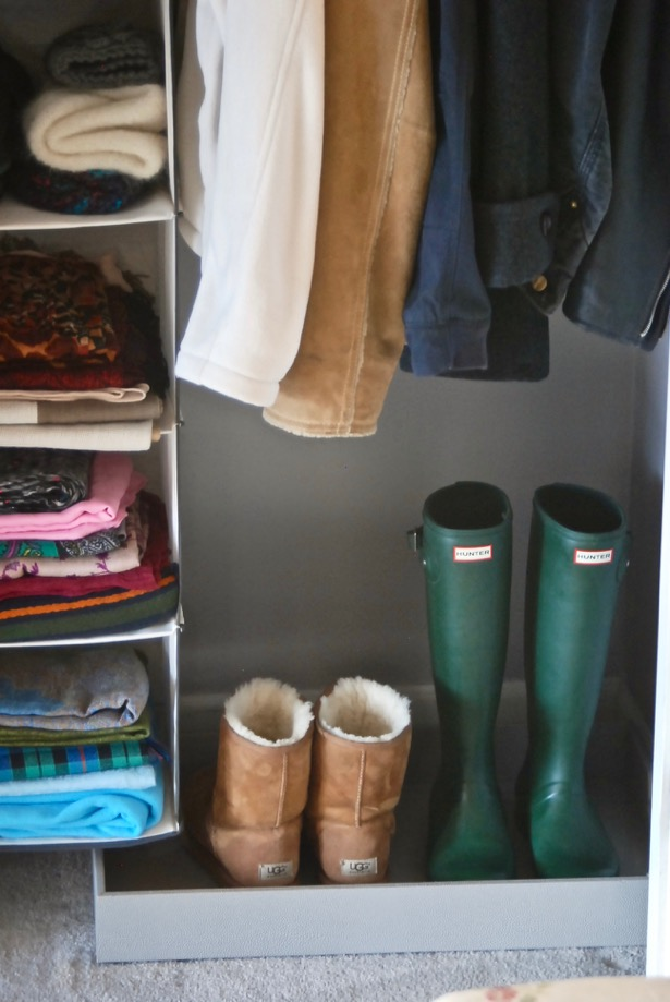 create an organized entryway closet with these 5 steps from my closet makeover