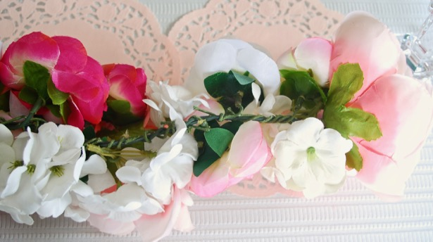 Create a floral table runner with this easy floral garland DIY