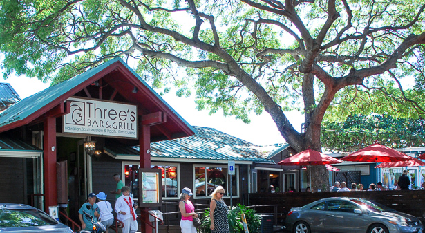 Eat at Three's Bar & Grill while in Kihei