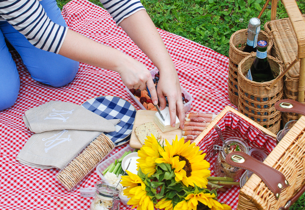 5 secrets to throw the perfect summer picnic for two and a recipe for my Italian orzo salad