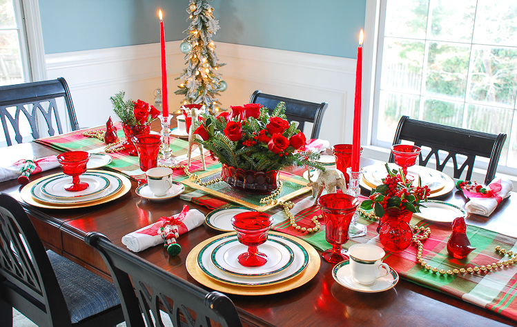 The Southern approach to holiday etiquette and hospitality plus a plaid Christmas table idea perfect for holiday entertaining.