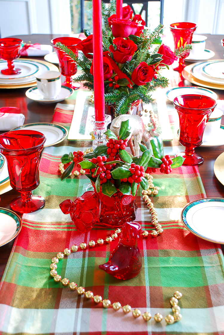 The Southern approach to holiday etiquette and hospitality plus a plaid Christmas table idea perfect for #holidayentertaining