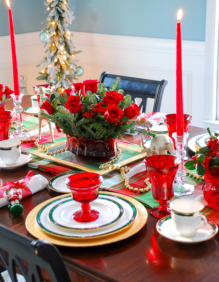 The Southern approach to holiday etiquette and hospitality plus a plaid Christmas table idea perfect for holiday entertaining. #christmastable #holidaytablescape #holidayentertaining