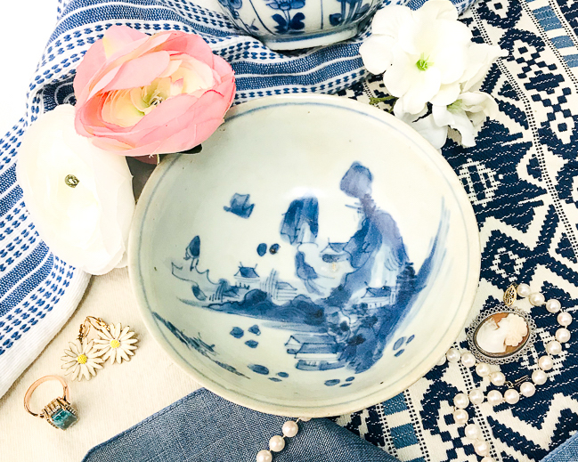 Blue and white ceramics are the perfect decorative accessory to get the Chinoiserie look