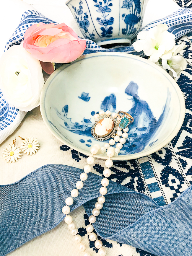 Blue and white bowls make lovely catchalls on the vanity to get the Chinoiserie look