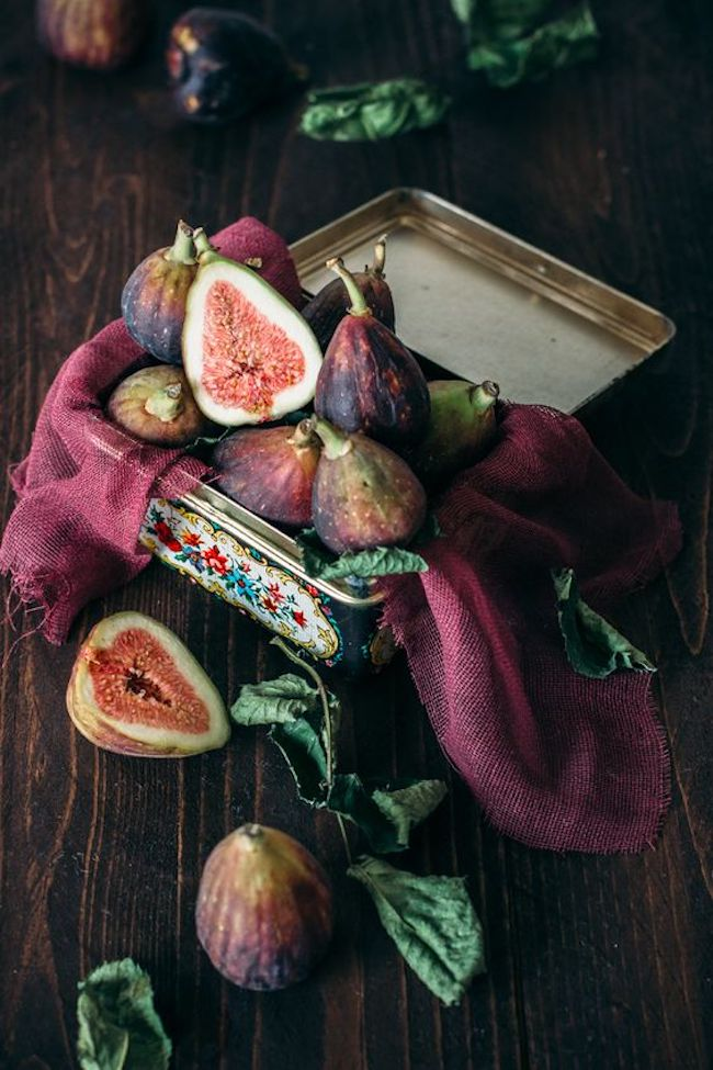 Figs in pretty tin on wooden table - violet and chocolate inspiration