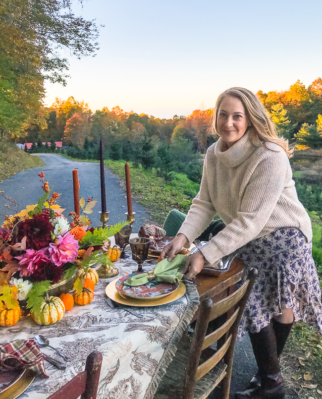 Katherine of Pender and Peony sets Thanksgiving table for a rustic Chinoiserie look.