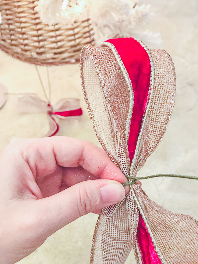 Secure ribbon pouf with wire