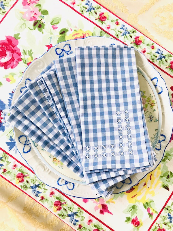 blue and white gingham napkins