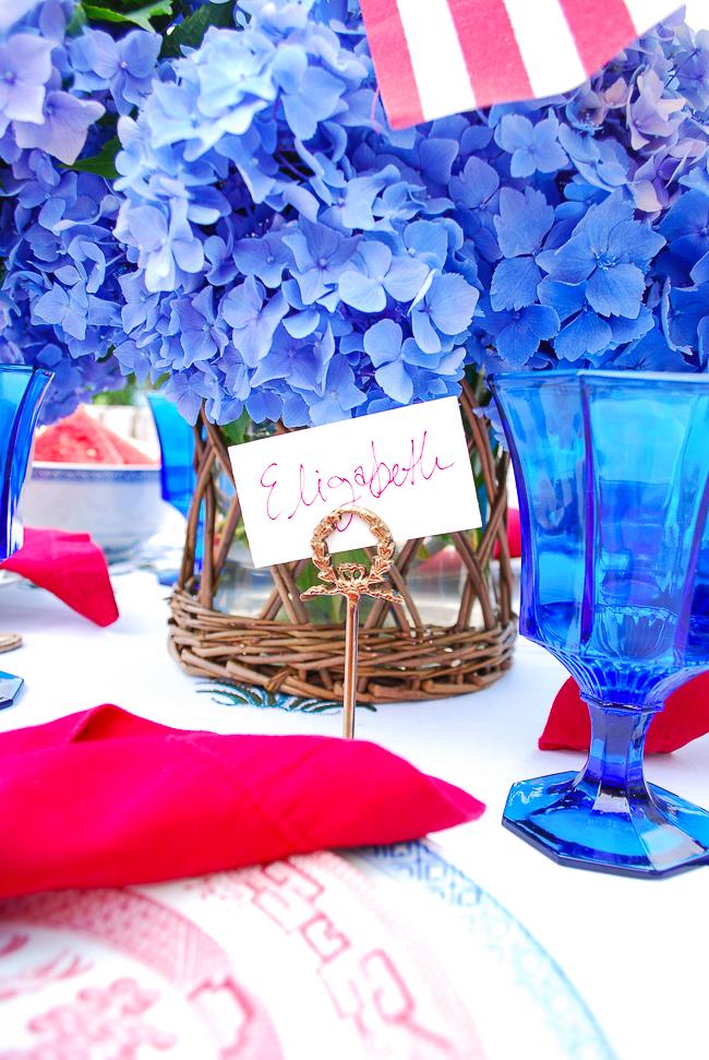 Brass laurel wreath place card holder