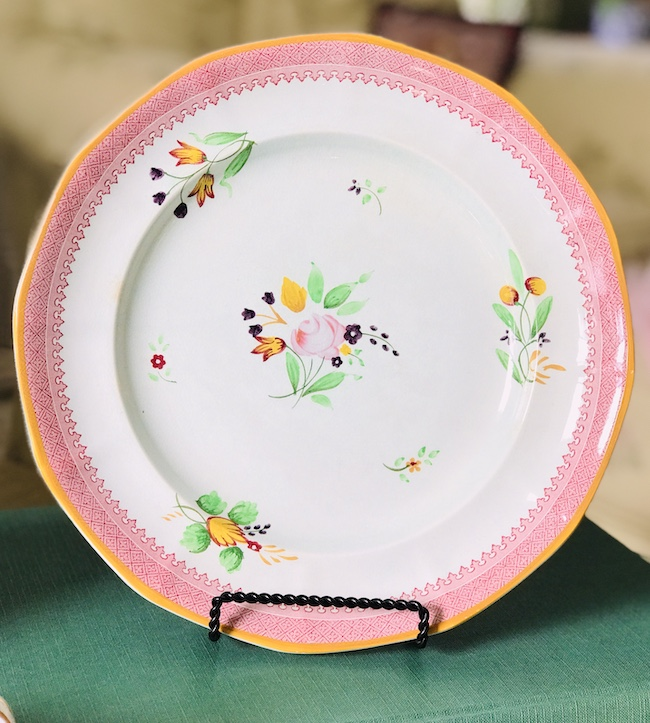 Calyx dinner plate - floral pattern with pink