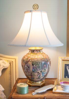 Chinese rose mandarin lamp with octagon brass base, white lamp shade, and shou symbol finial