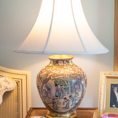 Chinese rose mandarin lamp with octagon brass base, white lamp shade, and shou symbol finial