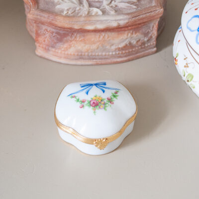 Fontanille & Marraud trinket box with blue bow design