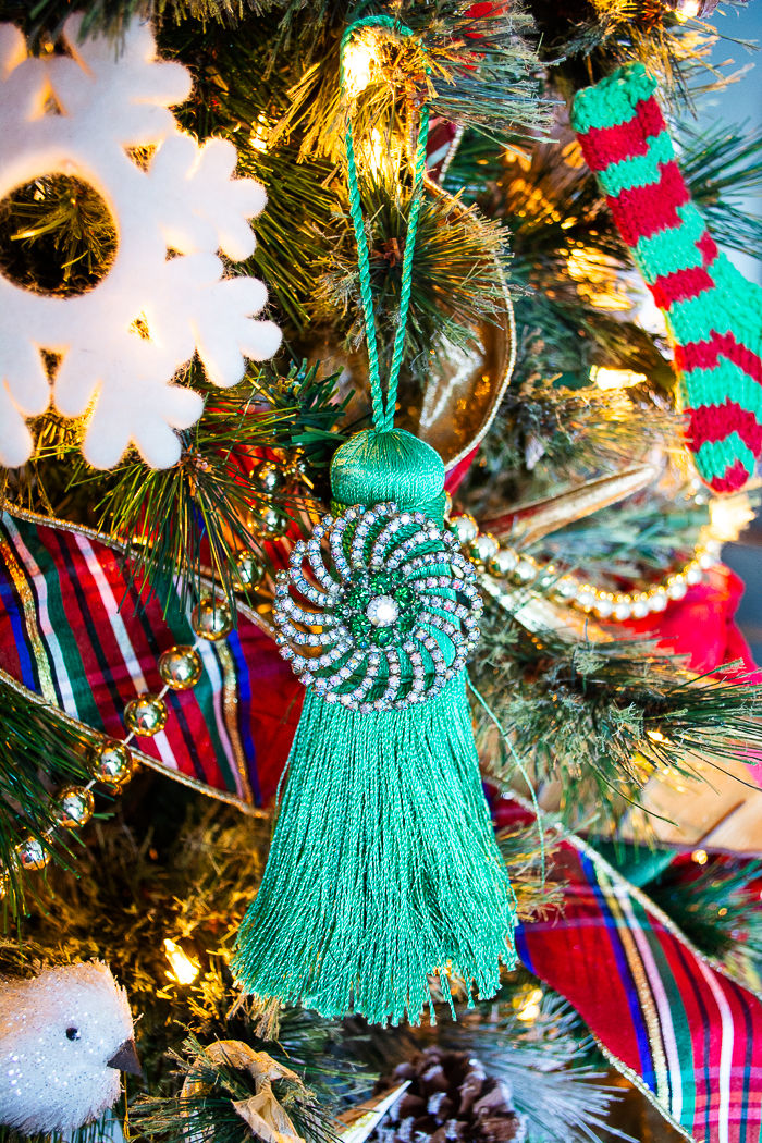 Vintage brooches make unique Christmas ornaments just tie them with some ribbon for hanging or add to a pretty tassel