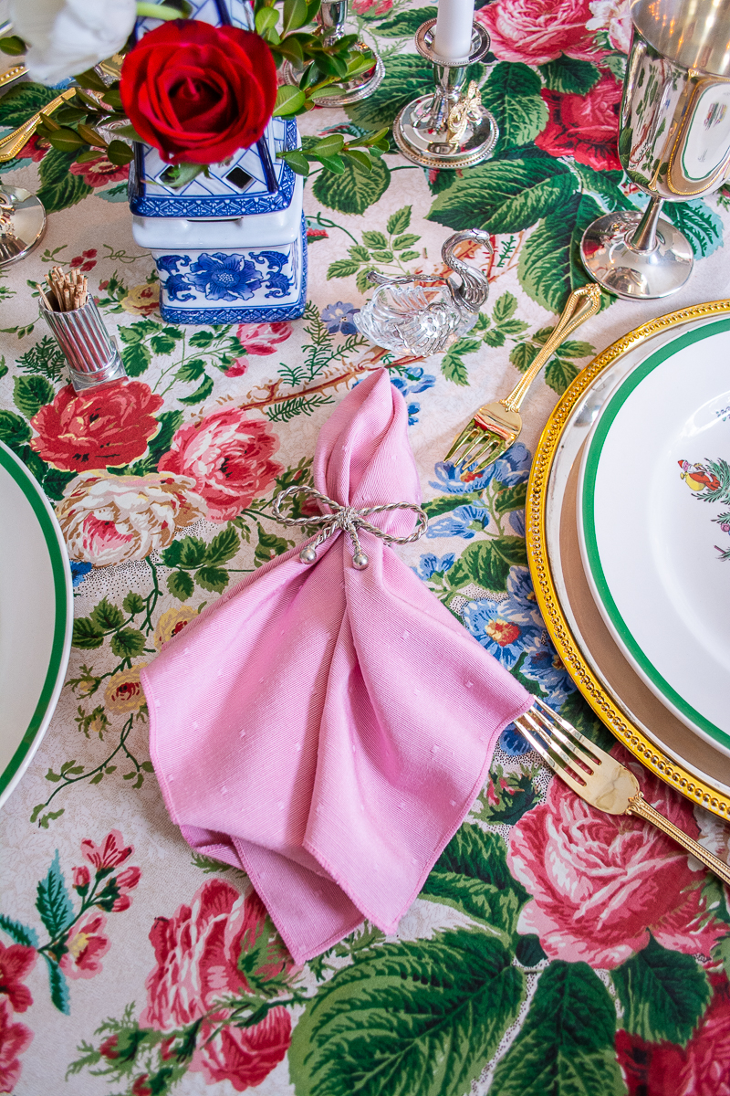 Pink napkins add a dose of pretty to this classic Christmas tablescape with grandmillennial style