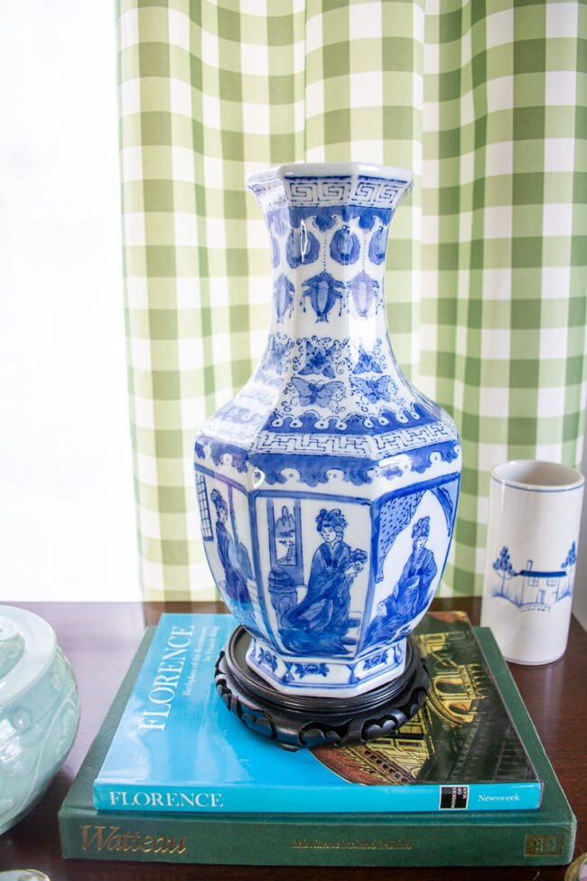 blue and white Chinoiserie geisha octagon vase