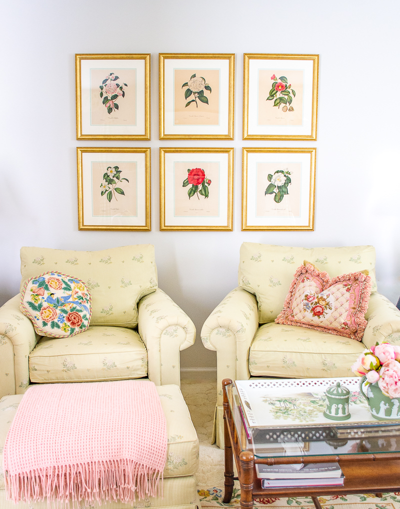 Botanical gallery wall with camellia engravings in gold frames for the perfect grandmillennial look in my living room