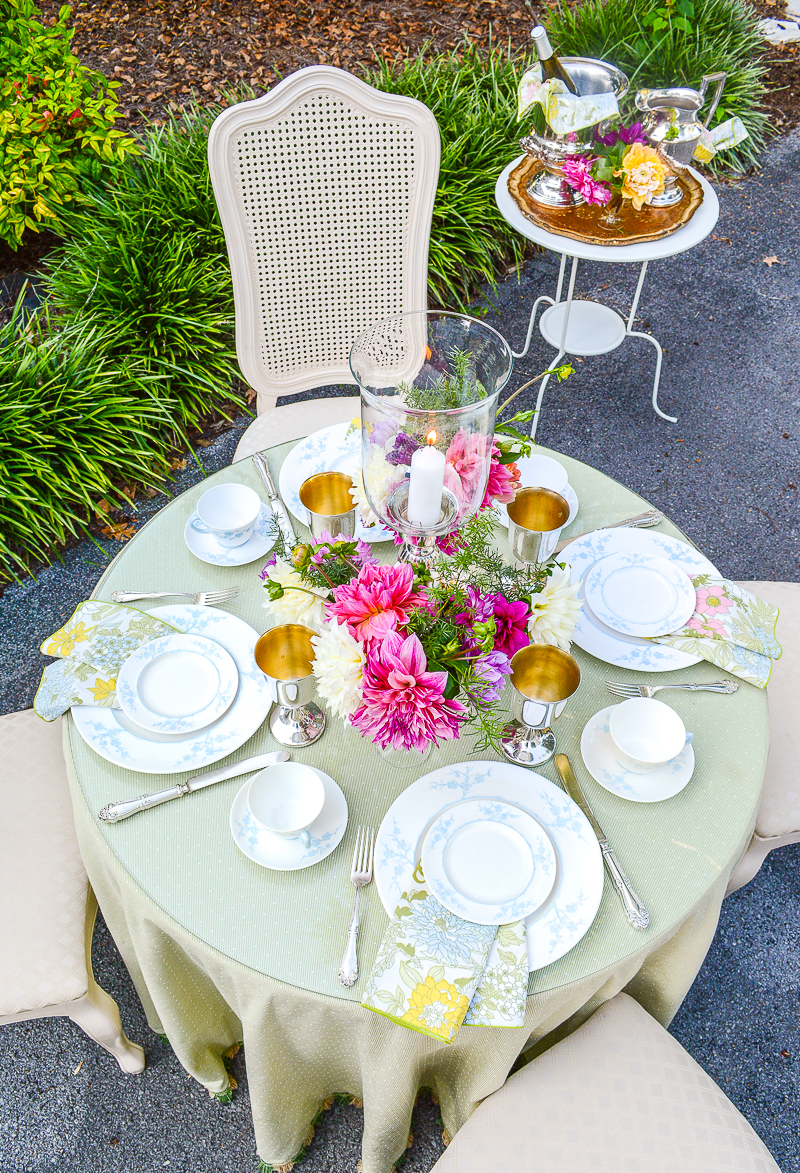 Use pale green, baby blue, and bold pink to set a pretty summer table for dining al fresco
