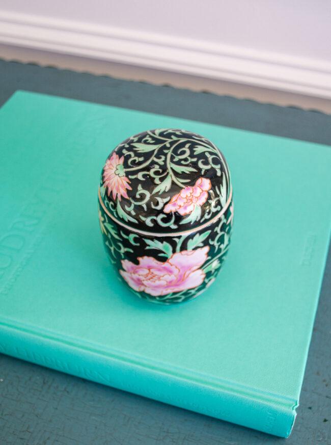 Famille Noir Peony Jar, Chinese