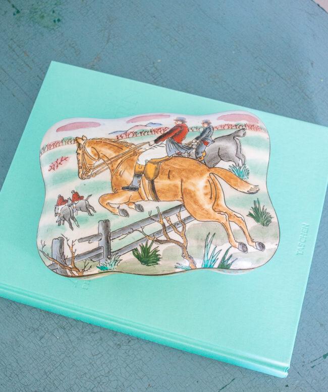 Equestrian hunt dresser box